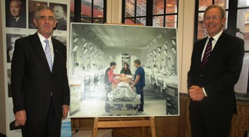 Association President Kerry Breen and Past President Michael Davies admire a Julia Ciccarone painting commissioned for the Clinical School centenary.